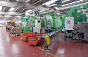 ZMF non è soltanto una stamperia, ma ha al suo interno reparti che si occupano delle lavorazioni meccaniche sui pezzi stampati in modo da poter consegnare, dopo il lavoro di finitura superficiale, un prodotto finito ai suoi clienti, pronto per l'assemblaggio