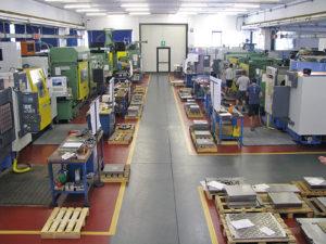 ORP Stampi è un'azienda fortemente strutturata, suddivisa in aree di competenza dove al gruppo di produzione è sempre associata una figura dirigenziale