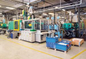 Progind dispone di un reparto per lo stampaggio dotato di venti presse con le quali realizza per conto dei suoi clienti tirature di piccole grandi serie impiegando gli stampi precedentemente sviluppati e costruiti