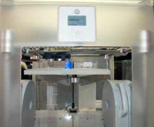 La particolarità di questa CubeX Trio sviluppata da 3D Systems è che permette di stampare fino a tre colori diversi