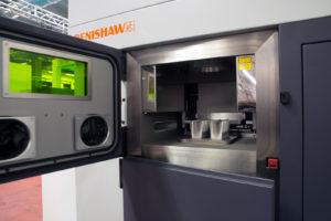 AM250 di Renishaw è una macchina per la fusione laser utilizzata per produzioni additive e consente di stampare  pezzi in metallo compatto direttamente da disegni CAD 3D