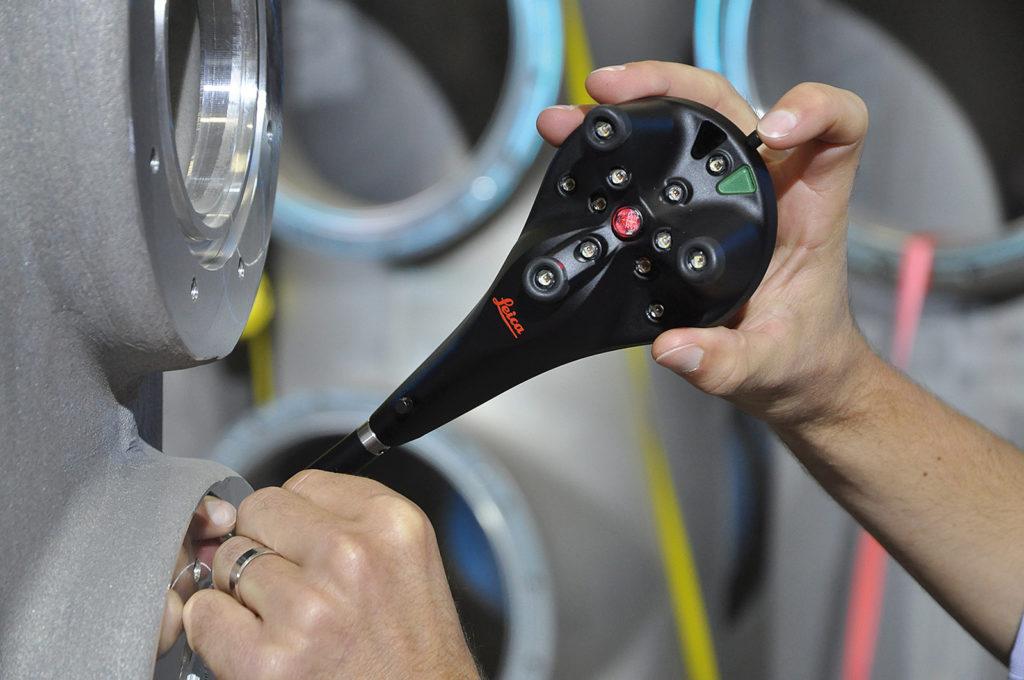 Leica B-probe sensore portatile wireless che estende le potenzialità del laser tracker Leica AT402