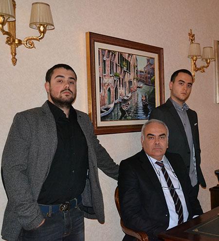 Stefano Palma, al centro della foto, con i figli Gabriele e Andrea, fondatori della Engineering Equipment & Tread Mold Design di Barletta.