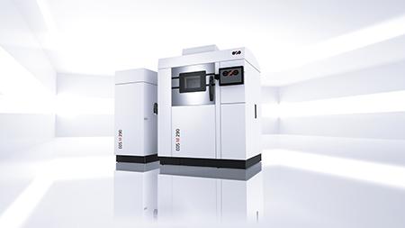 Le stampanti della gamma M di Renishaw sfruttano la sinterizzazione laser per fondere i metalli, con potenze che variano da 200 a 1000 W. Nella foto il modello M290.