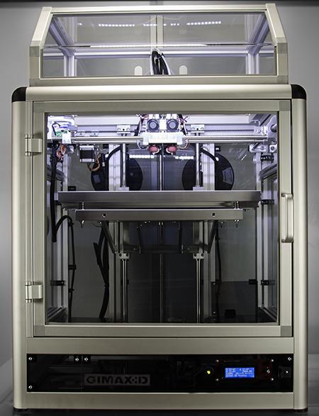 La stampante 3D low-cost di GiMax3D costruisce oggetti grazie alla tecnologia FDM che prevede la fusione mediante calore di un filamento di materiale plastico.