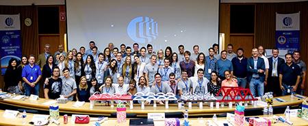 I giovani talenti della Project & People Management School nelle sedi della Comau Academy di Detroit e di Torino, insieme ai manager Comau che hanno tenuto le lezioni e li hanno affiancati durante la P&PM School.