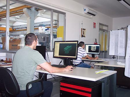 L'ufficio programmazione Cam si occupa della messa a punto dei cicli di lavorazione e della simulazione della cinematica macchina.