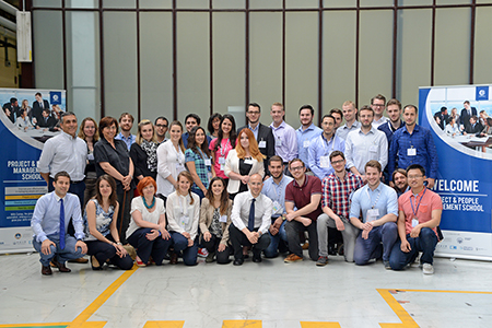 Sono 9 le edizioni già completate della Project & People Management School, tenute nelle sedi della Comau Academy di Torino, Detroit, Shangai, São Paulo. Nuove edizioni sono in calendario per il 2016.