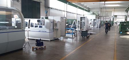Vista interna reparto di montaggio nello stabilimento IMSA a Barzago (LC).
