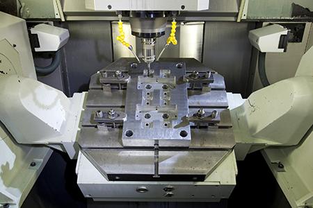 Lanson è specializzata nella progettazione e realizzazione di stampi di varia dimensione e complessità.