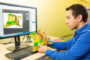 Il software Stratasys Creative Colors, con tutta la potenza dell'Adobe Color Engine per la stampa 3D, permette di semplificare il flusso di lavoro dalla progettazione alla stampa 3D, con anteprime accurate e un'esperienza ottimizzata e ultra-realistica dei colori.