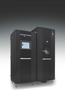 La stampante 3D Arcam A2X impiega la tecnologia EBM per fondere polveri di metallo mediante fasci di elettroni.