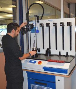 La Power Clamp Premium Line Haimer, macchina a calettamento nella tool-room di Cospa, Vertova (BG).