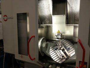 Fig. 2 - Lometril e Lomopress svolgono congiuntamente attività di progettazione e costruzione di stampi per pressofusione e relative attrezzature, oltre che produzione di particolari in alluminio pressofuso sia finiti di lavorazione che grezzi.