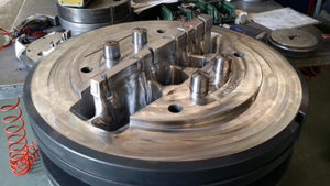 Mandrino di porthole per estrusione di profili industriali in alluminio.