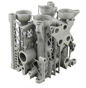 Parte di una macchina industriale prodotta con la stampante 3D AM250 di Renishaw, che fonde polveri di metalli tramite il calore del raggio laser. La complessità di questo oggetto è tale per cui con le tecniche tradizionali sarebbe difficile ottenerlo.