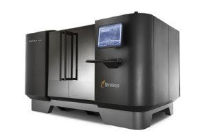 Basata sulla tecnologia PolyJet, Objet1000 Plus è il sistema di stampa 3D che Stratasys ha pensato per stampare oggetti su scala industriale e vassoi misti di prototipi e parti funzionali in più materiali differenti.