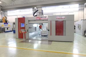 Il centro di lavoro verticale Linearmill 2200 all'interno dello stabilimento della Pagani S.r.l. (Calcinate, BG).