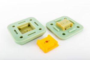 Alloggiamenti per sensori a fibra ottica Fugro in materiale PBT prodotti mediante stampi a iniezione realizzati con la stampante 3D Objet500 Connex Stratasys