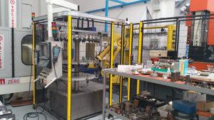 Altamente automatizzata, iMold si avvale di un'isola robotizzata dove operano (senza presidio) due centri di lavoro e un centro di elettroerosione a tuffo.