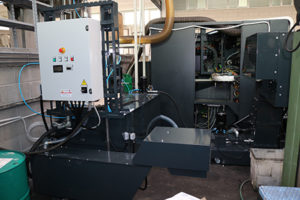 Sistema di gestione del lubrorefrigerante di RBM: il convogliatore di scarico automatico delle morchie di grafite rende di fatto il sistema automatico evitando all'operatore il fastidio della pulizia e il fermo macchina