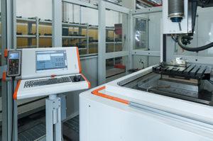 All'interno del reparto costruzione stampi di BVA è da tempo operativa anche una macchina per elettroerosione a tuffo AgieCharmilles FORM 3000 HP.