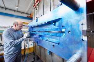 L'attrezzeria stampi ZWT è in grado di gestire il montaggio completo e la manutenzione di stampi per materie plastiche fino a 20 tonnellate.