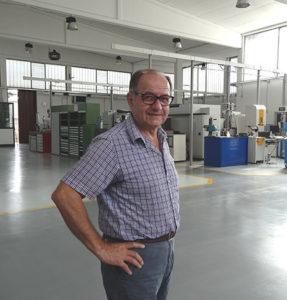 Alfonso Mastrotto, amministratore dell'Officina Meccanica Mastrotto & C., nel nuovissimo stabilimento di Cassano Magnago (VA).